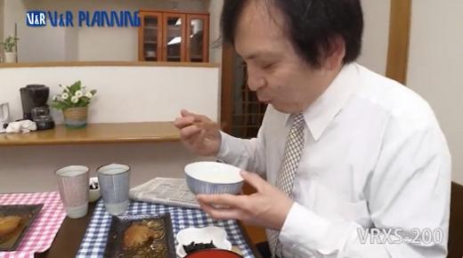 男が女のウンコを食べる画像4