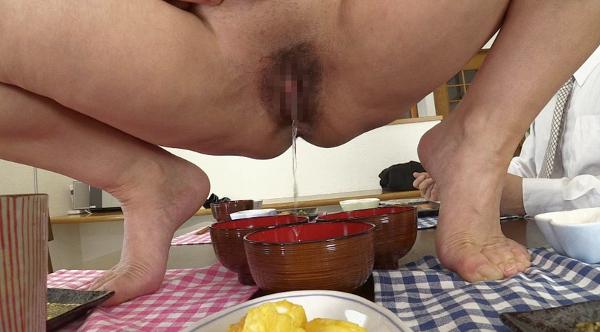 男が女のウンコを食べる画像6