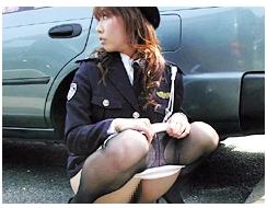 女性警察官、婦警おしっこ我慢14
