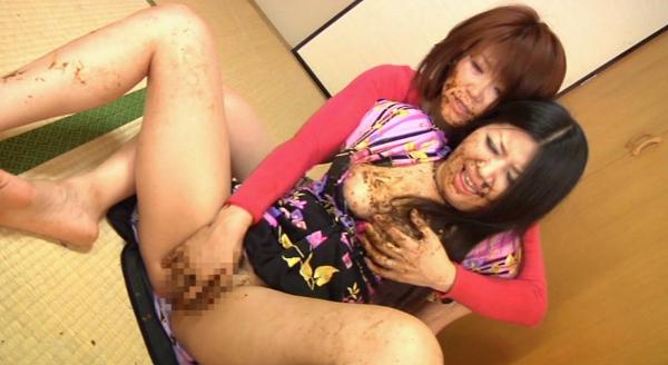 母親が娘にウンコを食べさせる画像4