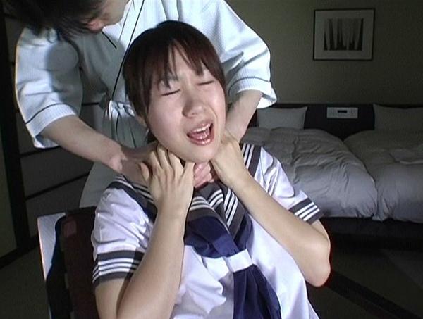 女子高生が首を締められ白目失神2