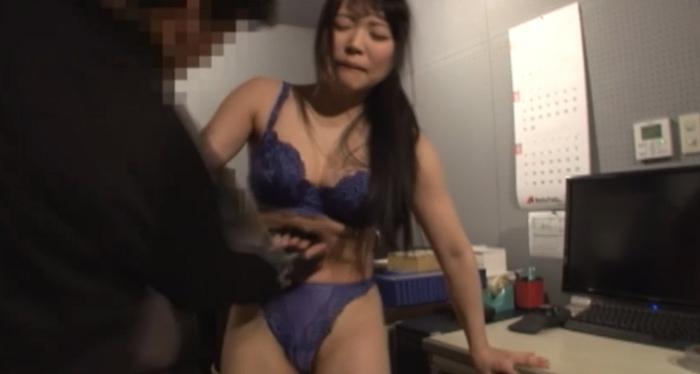 美少女腹パンチ15