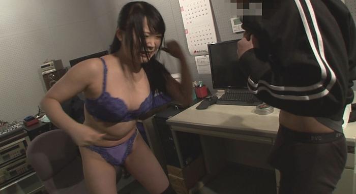 美少女腹パンチ8