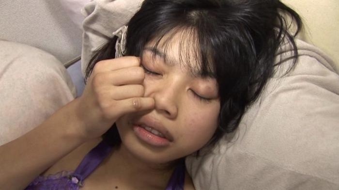 ロリ少女を鼻責め11