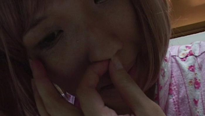 女の鼻クソほじり11