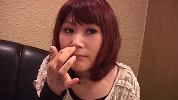 女の鼻クソほじり12
