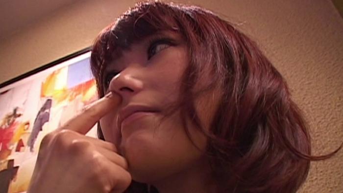 女の鼻クソほじり13