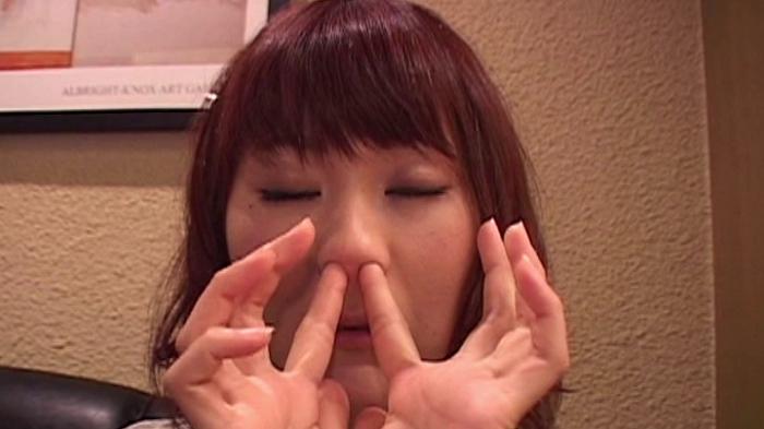 女の鼻クソほじり16