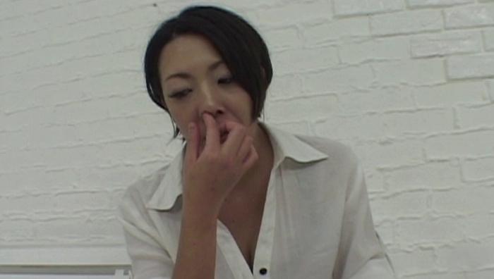 女の鼻クソほじり19