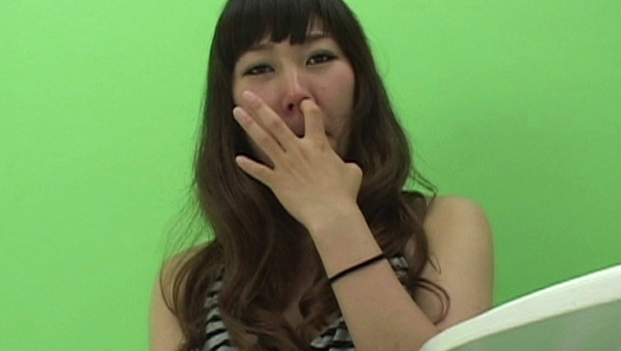 女の鼻クソほじり24