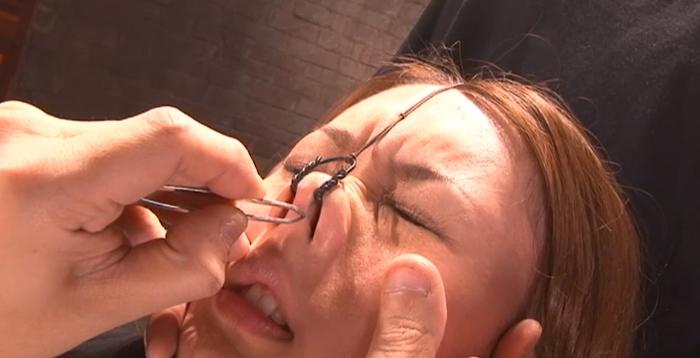 女の鼻毛を抜く10