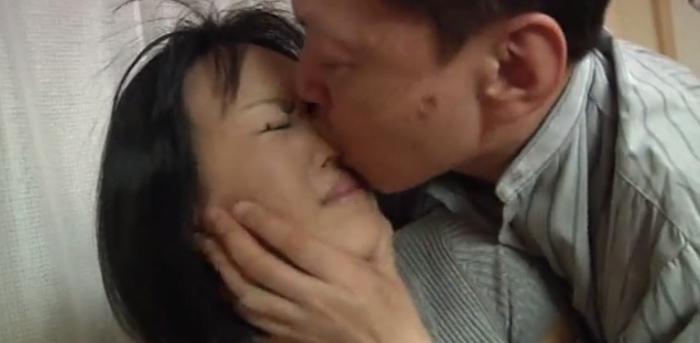 女の鼻を舐める男14