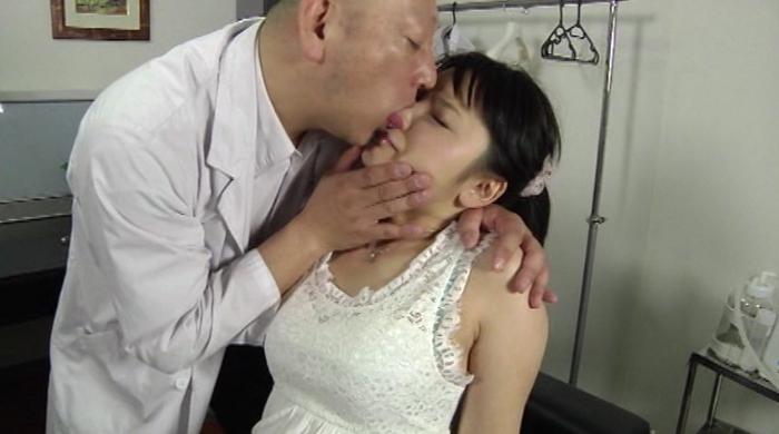 女の鼻を舐める男2