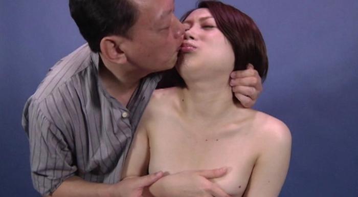 女の鼻を舐める男4