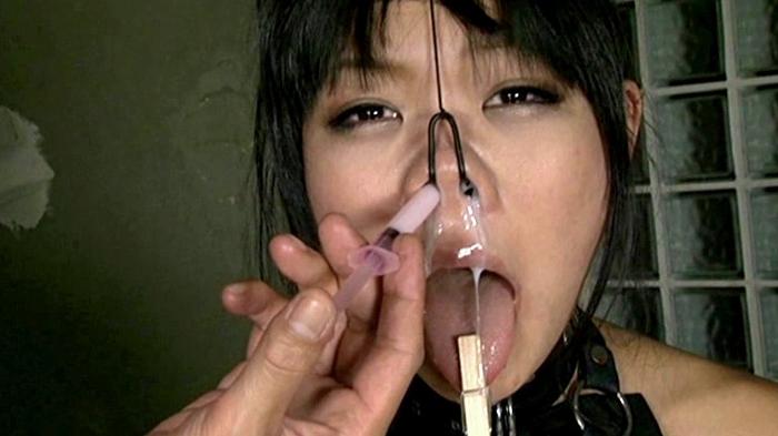 鼻浣腸される女15