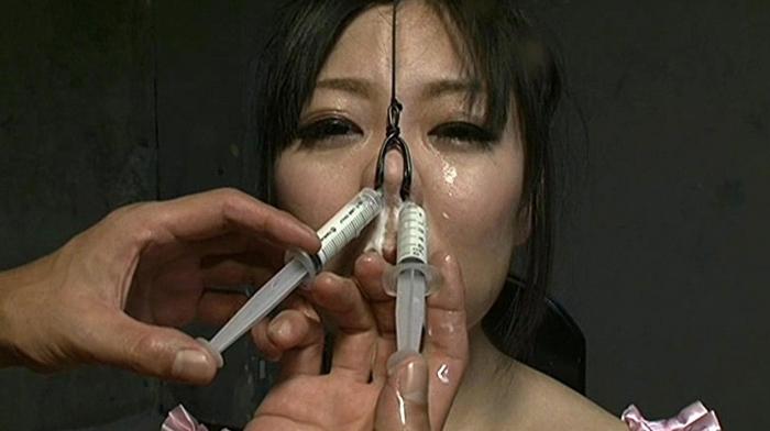 鼻浣腸される女18