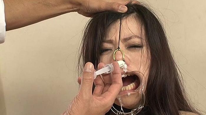 鼻浣腸される女20