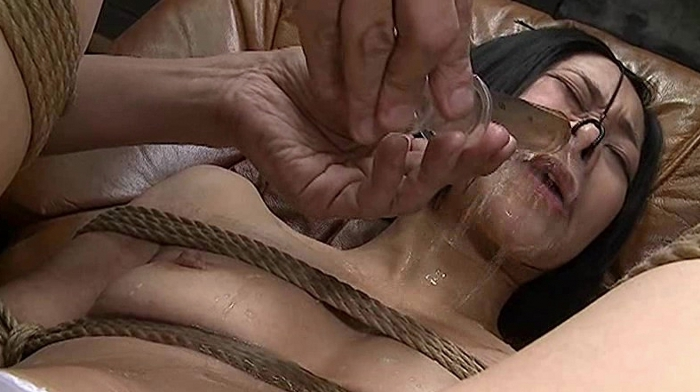 鼻浣腸される女22