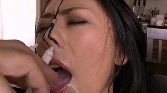 鼻浣腸される女32