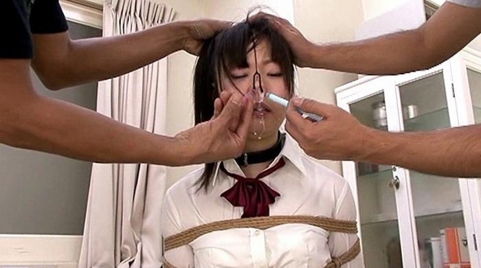 鼻浣腸される女4