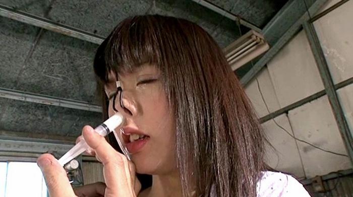鼻浣腸される女8