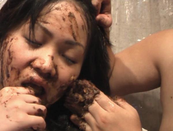 ウエディングドレスの可愛い女の子が食糞19