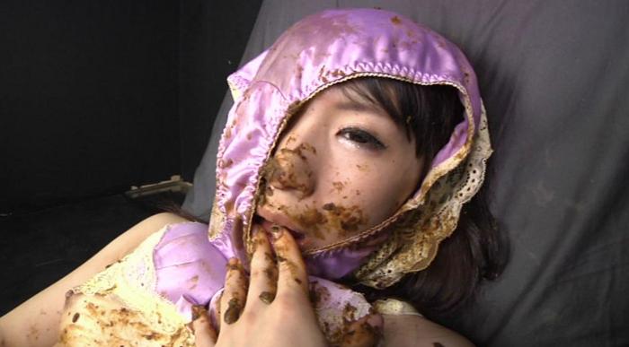 ウンコを食べながらオナニーする女15