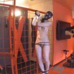SM調教でエアーガンBB弾で撃たれる女5