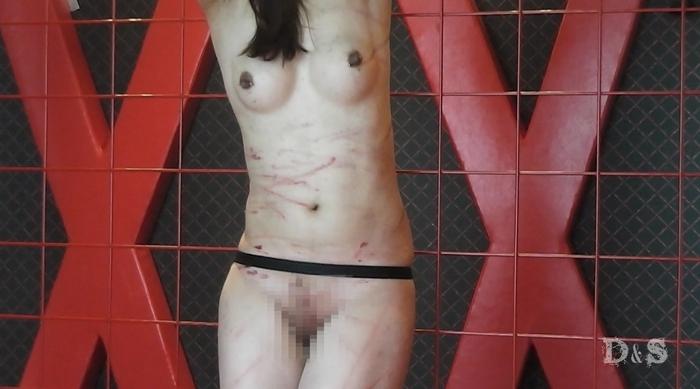 SM調教でエアーガンBB弾で撃たれる女3