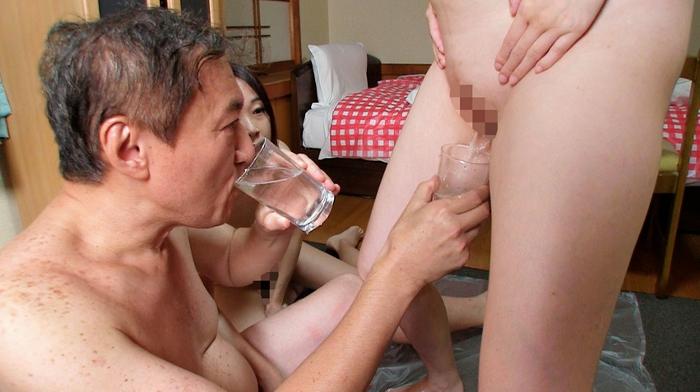 おじいちゃんが女の糞を食べる16