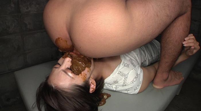 スレンダー人妻が男のウンコを食べながらセックス13