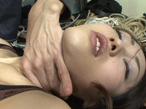 女の柔らかい首を締める31