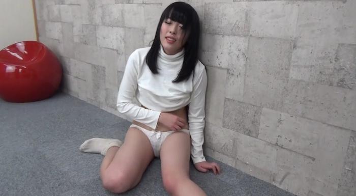 黒髪美少女を腹パンチ21