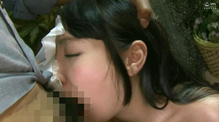 美少女がイマラチオで強制的にゲロ嘔吐25