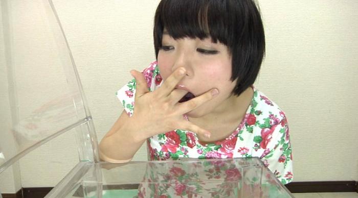 女が自分の指を入れて嗚咽26
