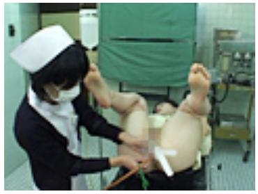女性の泌尿器科で診察33