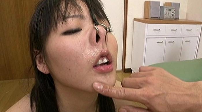 鼻フックした女にイマラチオ27