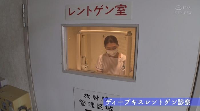 歯医者で歯科衛生士の女性にディープキスされながら治療25