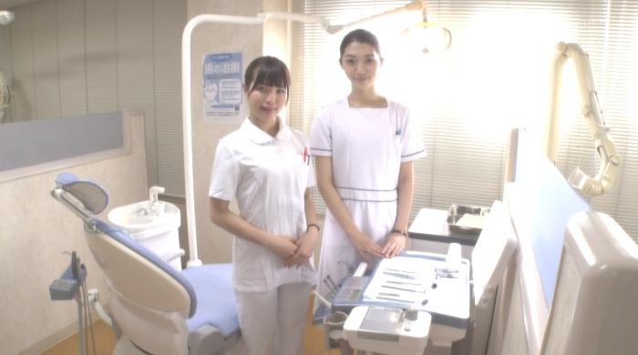 歯医者で歯科衛生士の女性にディープキスされながら治療19