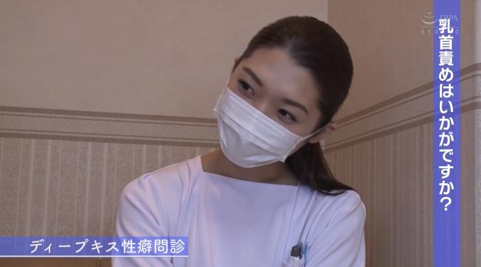 歯医者で歯科衛生士の女性にディープキスされながら治療24