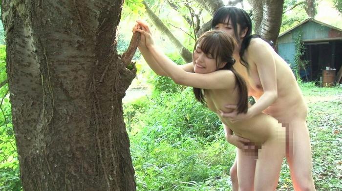 純朴な田舎娘にニューハーフのオチンチンを見せつけたら興味津々でオマ●コをムズムズさせていたので木陰に誘ってSEX7