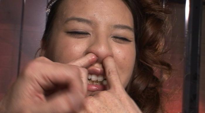 女の鼻ほじり責め35