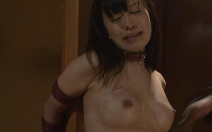 乳房を鞭打ちされマゾイキする変態女24