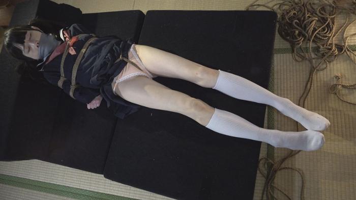 股縄・制服緊縛・猿轡 ロープで縛られ悶える姿を視姦される女26