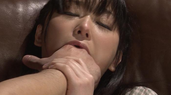 美少女涙目ゲロイラマチオ58