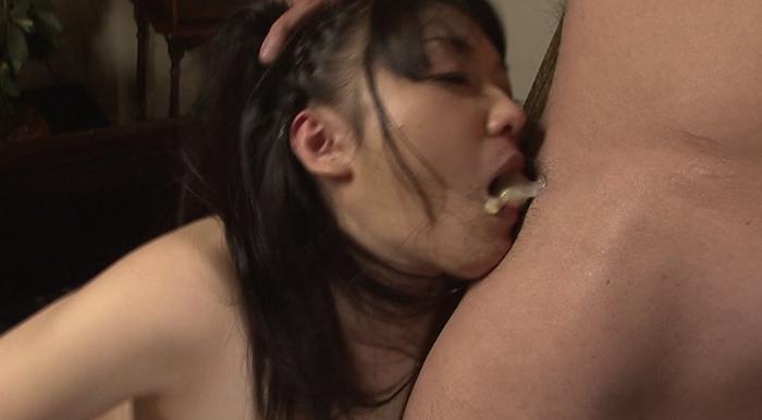 美少女涙目ゲロイラマチオ70