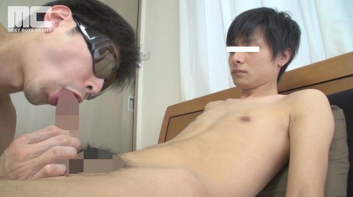 有名大学の現役学生スポーツマン健太郎が兜合わせで亀頭を擦り合って2本同時の大量射精は超必見!!5