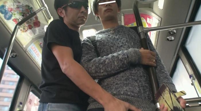 ジャニ系モデル蒼が痴漢だらけのバスに乗ってしまい、アナルを犯され複数人からぶっかけられる!18