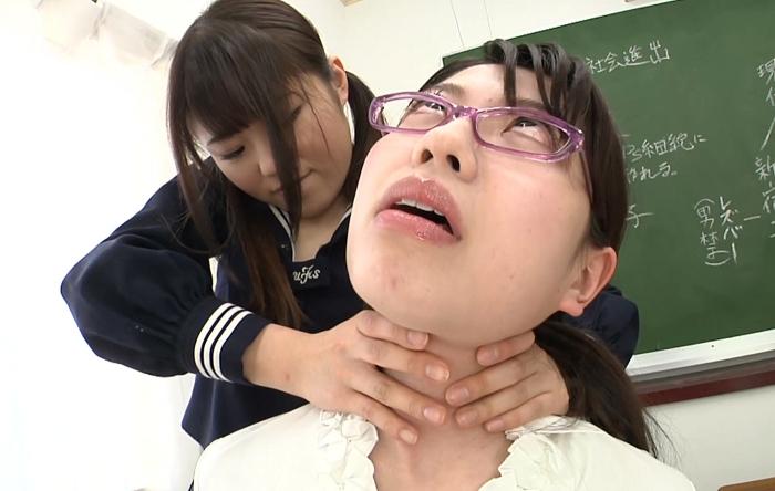 窒息プレイ!生徒が女教師に首絞め42