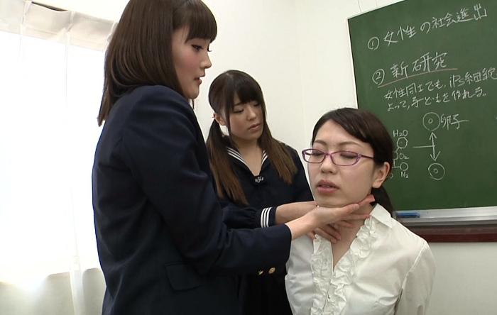 窒息プレイ!生徒が女教師に首絞め45